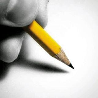 دانایی مشغول نوشتن با مداد بود