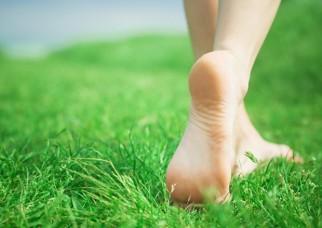 تمرینات یوگا را با پاهای برهنه انجام دهید